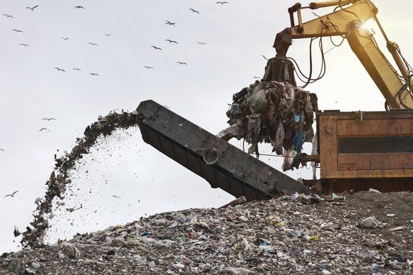 Gettyimages Trash Conveyor And Landfill Crane