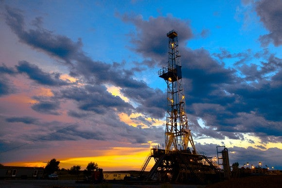 Global oil prices broadly flat, in tight range
