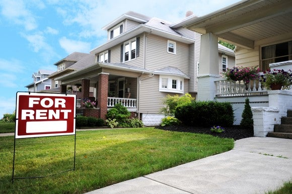 Single-family home with for rent sign in lawn.