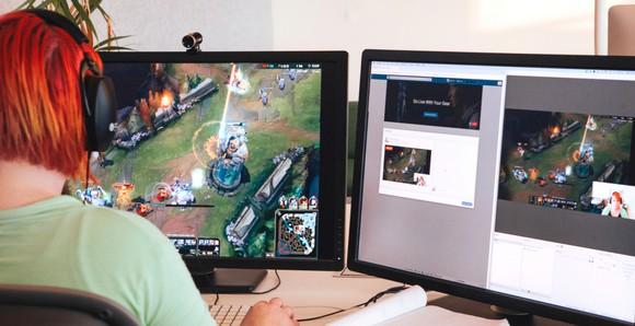 Gamer using live gameplay on Facebook