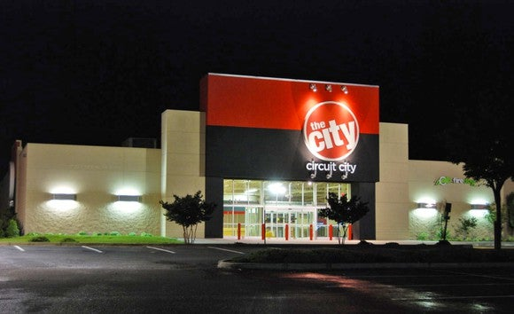 Picture of a Circuit City store at night.