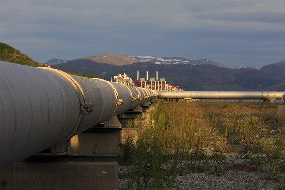 Short Interest in Kinder Morgan Stock Falls Further