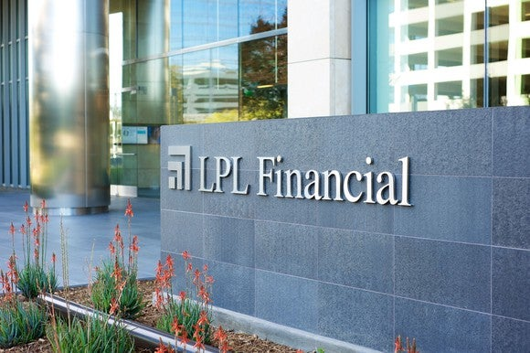 A bank front with a sign outside that says LPL Financial.