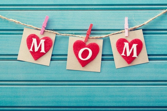 "3 cards spelling ""Mom"" inside hearts"