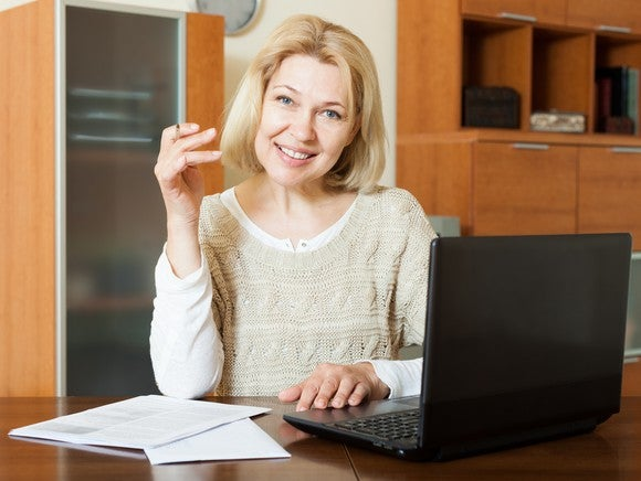 A woman looking at her retirement benefits on her laptop.