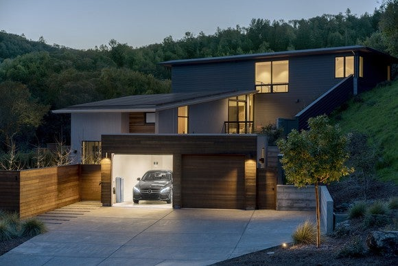 Home with Vivint solar installation and a Mercedes-Benz energy storage system.