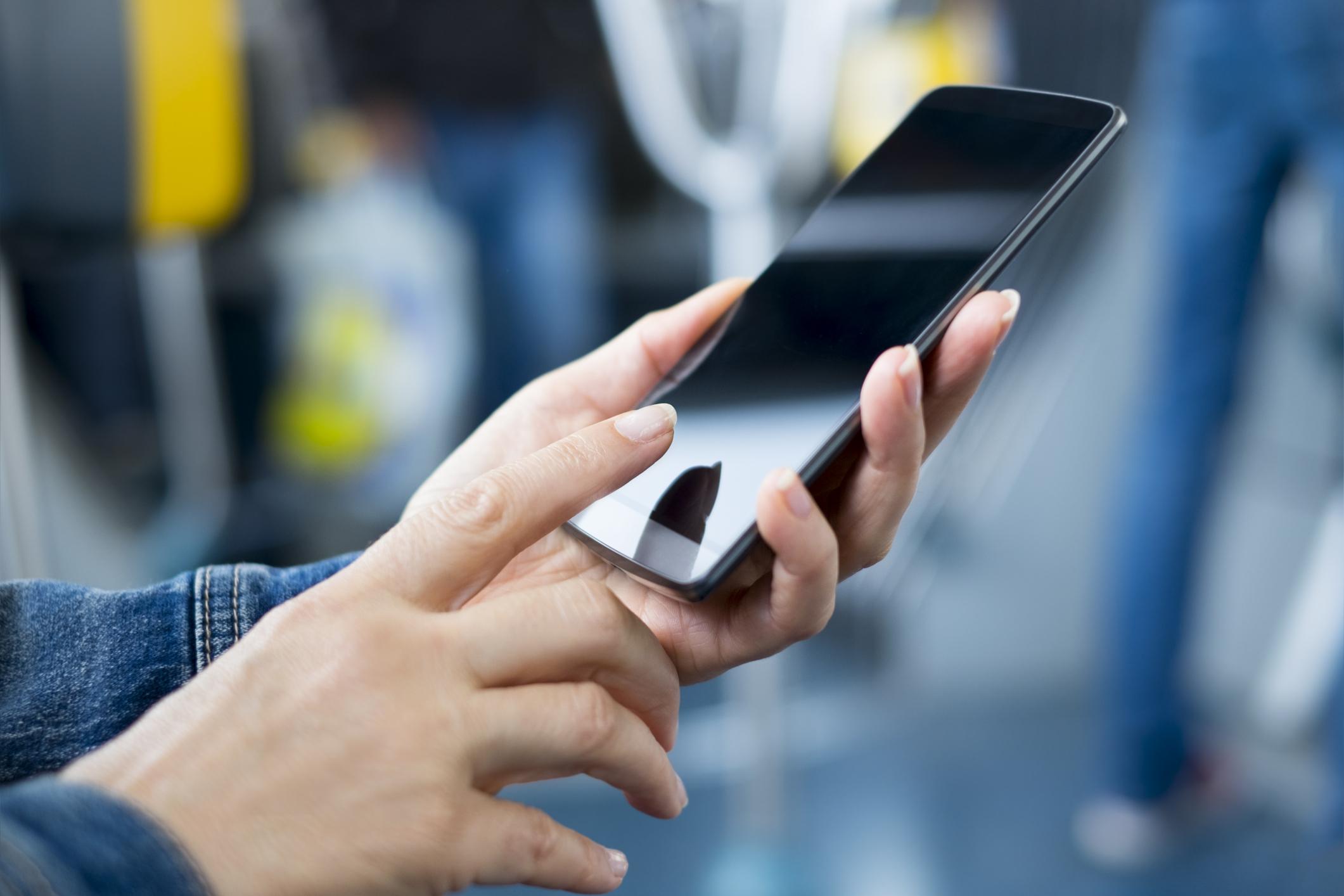 рядышком картинки с мобильными хорошо