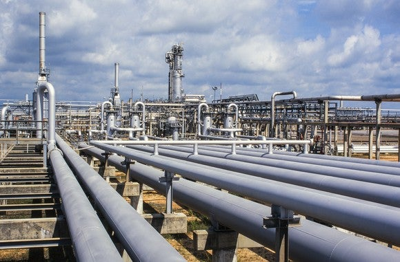 Natural gas pipeline and plant