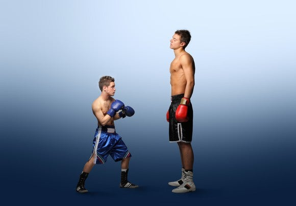 A small boxer taking on a much larger opponent.