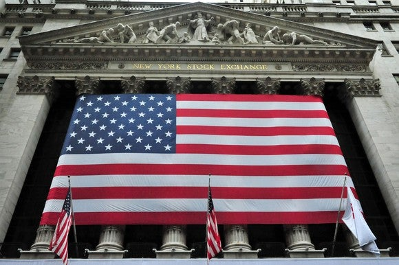 American flag in front of New York Stock Exchange.