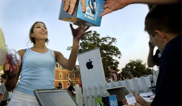 Girl receiving an iPod