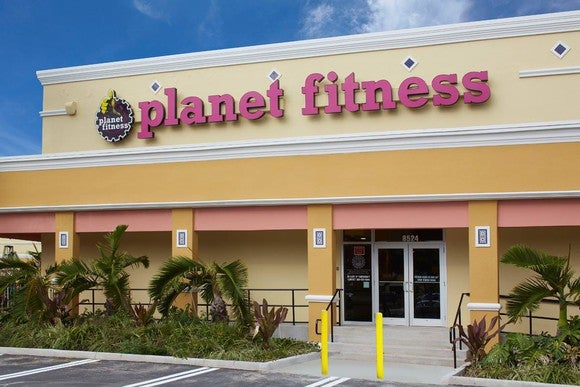 A Planet Fitness storefront.