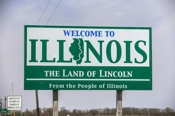 """Welcome to Illinois"" road sign."