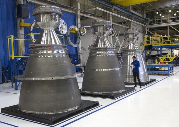 3 BE-4 rocket engines