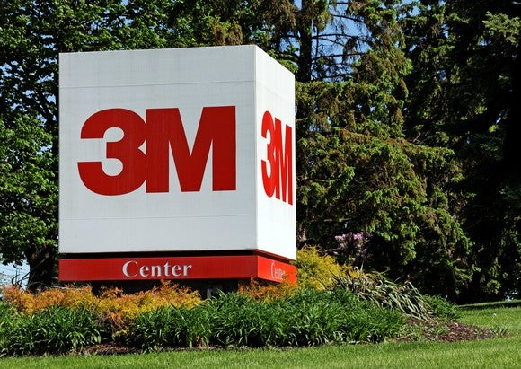 a 3M sign outside its global headquarters