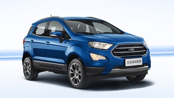 A blue 2018 Ford EcoSport, a small SUV, with a Chinese license plate.