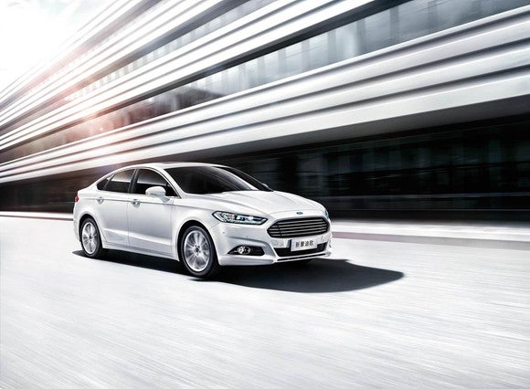 Ford's Mondeo (Fusion) driving on a highway