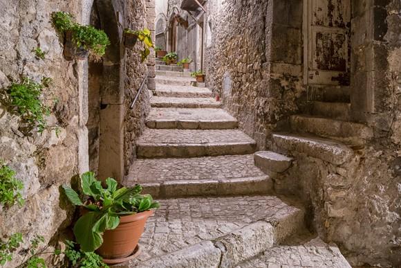 Stone alley in Abruzzo