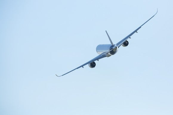 aa airbus a320 plane in flight