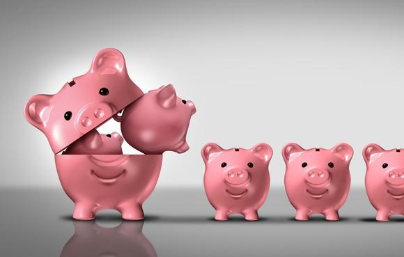 Little piggy banks coming out of a big piggy bank