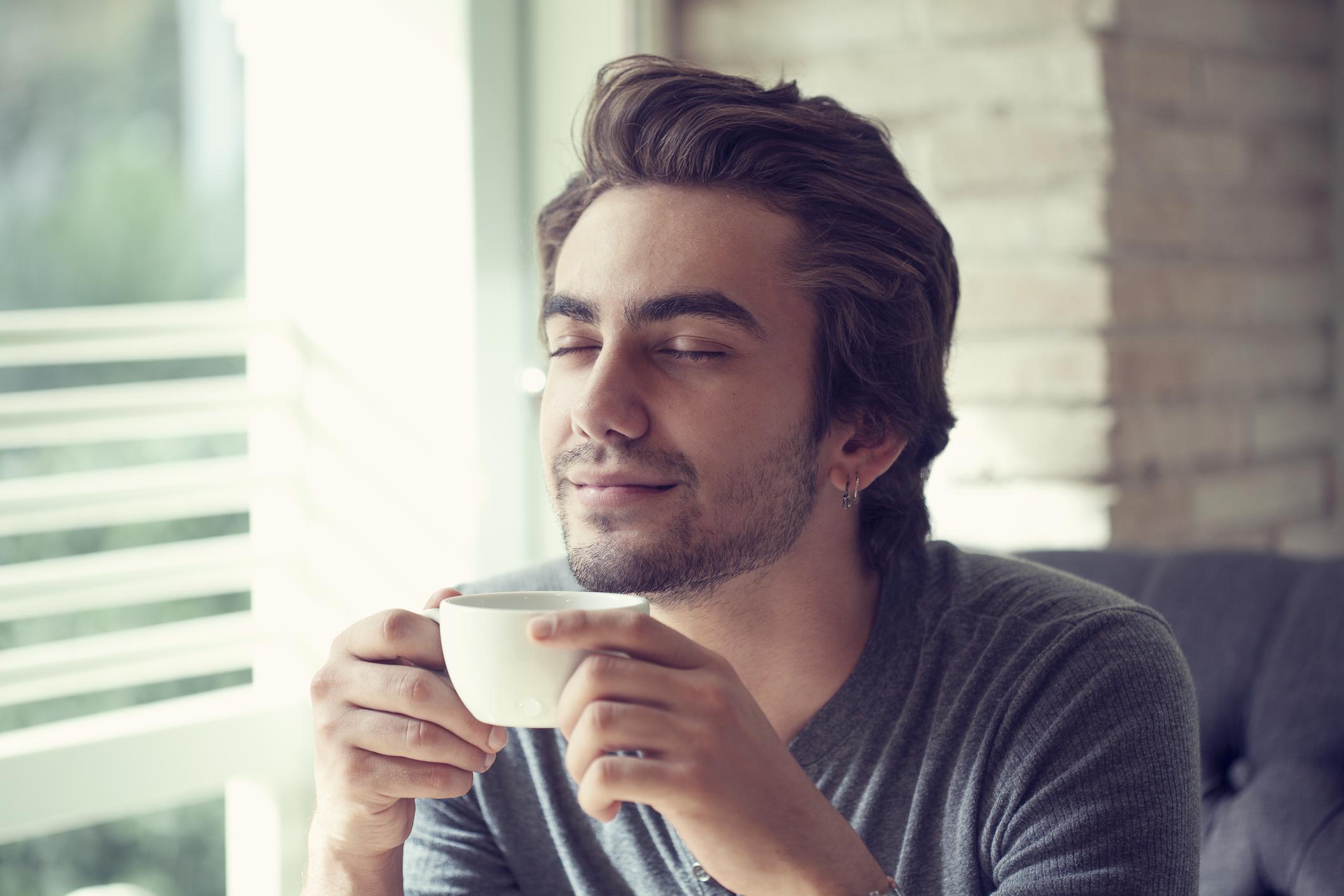 Картинки человека пьющего кофе