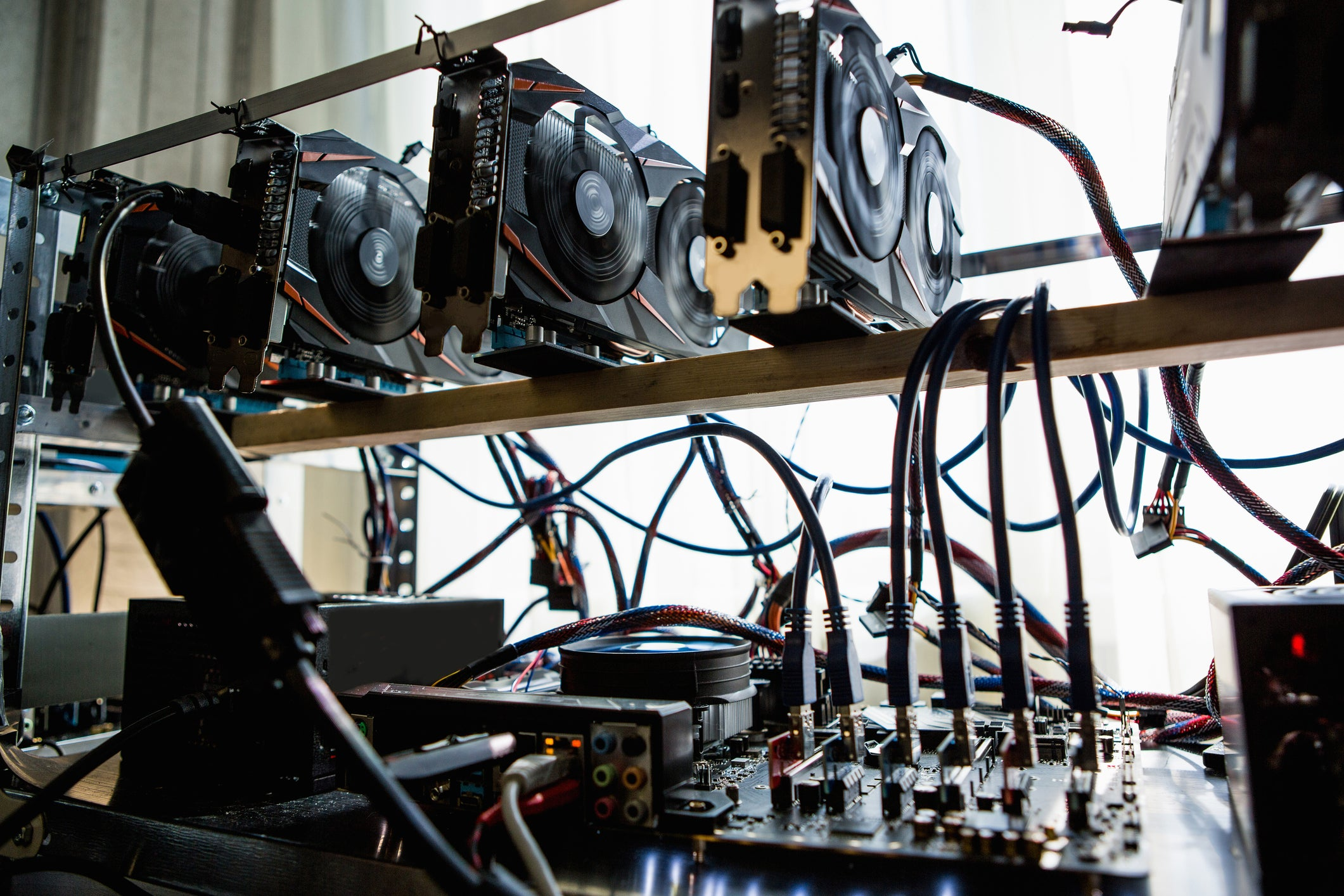 whats the difference between mining cryptocurrency