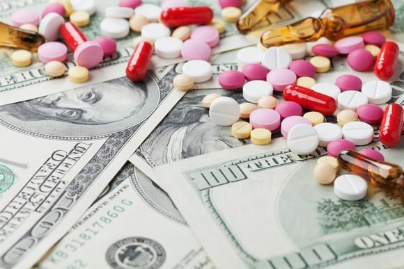 Drugs on top of hundred dollar bills.jpg