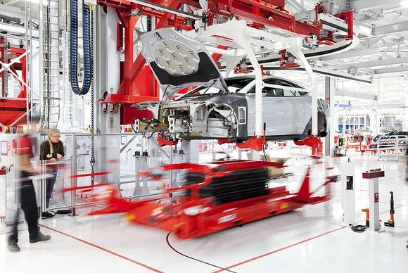 Tesla assembly floor with automated car production