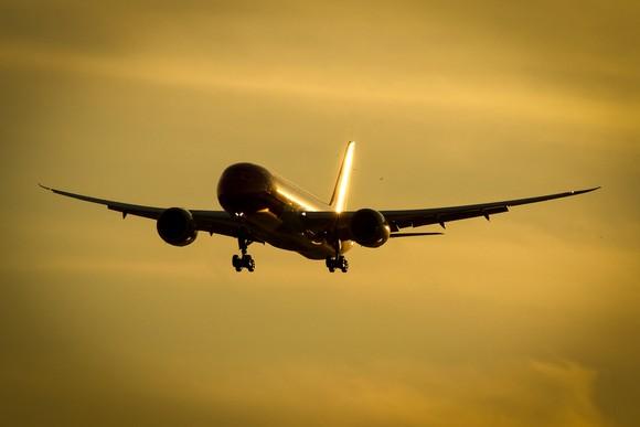 A boeing 787 in flight.