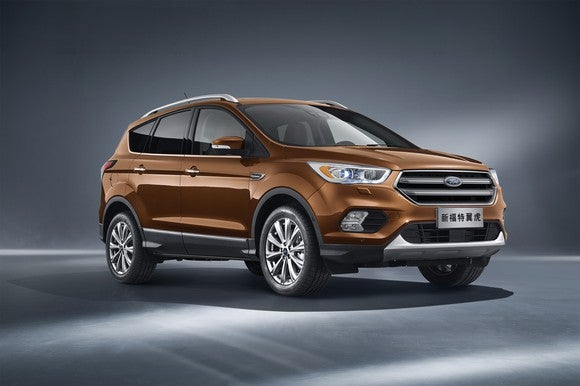 A brown 2018 Ford Kuga, a compact SUV, with Chinese-language license plate.