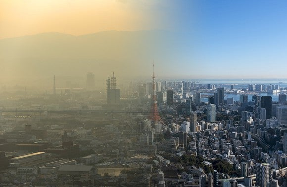 Picture splitting Chinese city shows half of massive pollution and semi-clean air