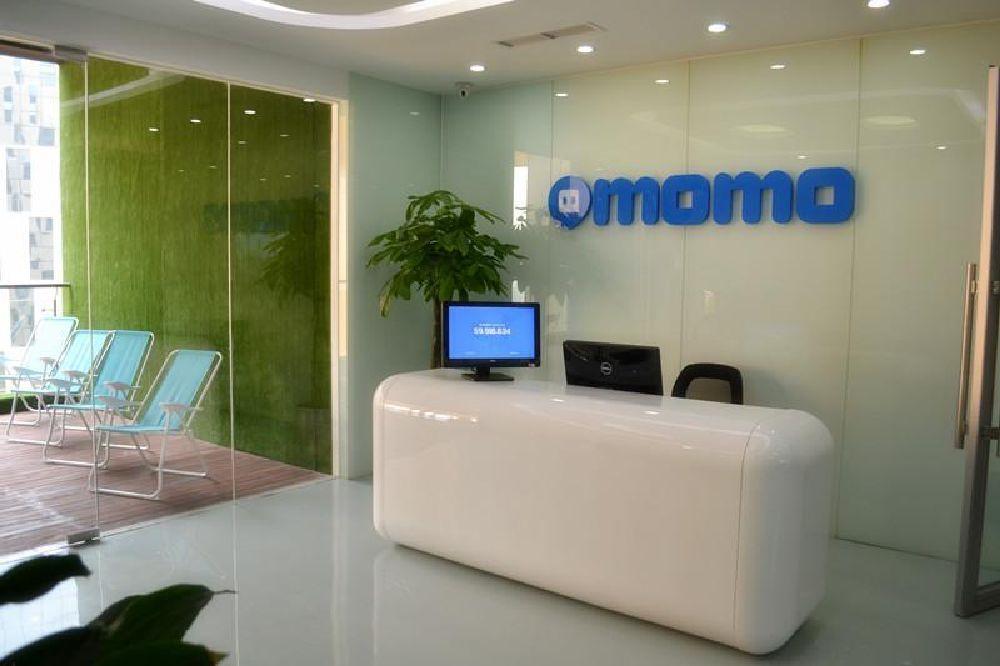 A white reception desk at a Momo office.