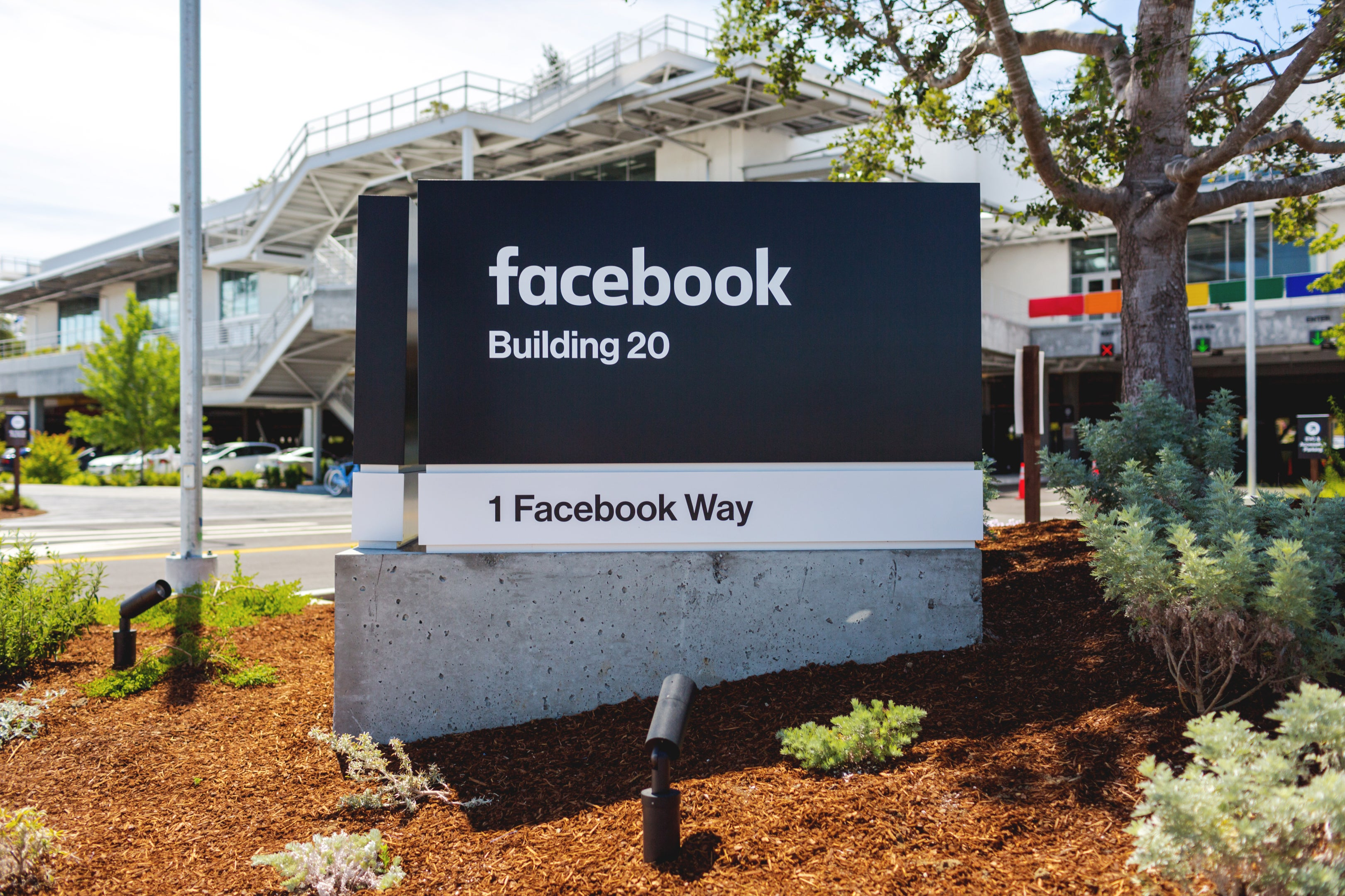 Facebook Threatens to Shoot Itself in the Foot