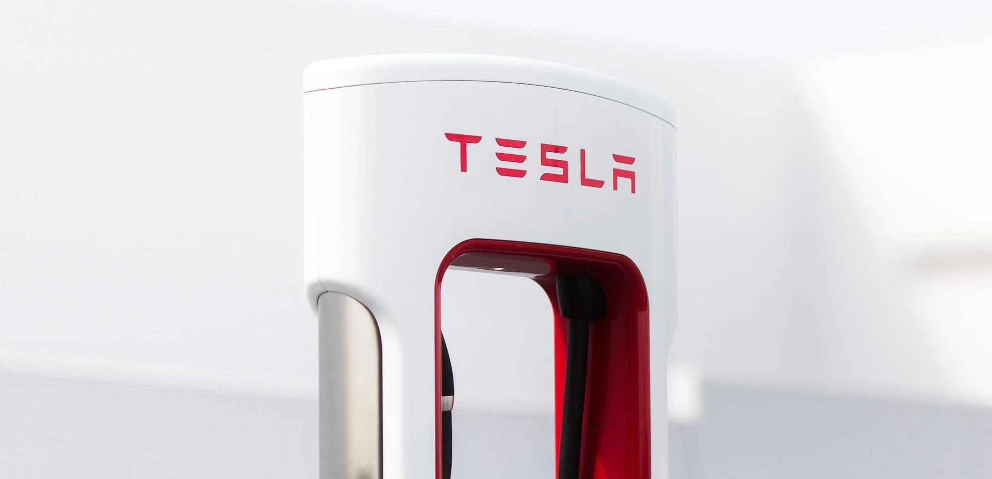 Buy the Tesla Dip? This 5-Star Investing Guru Just Did