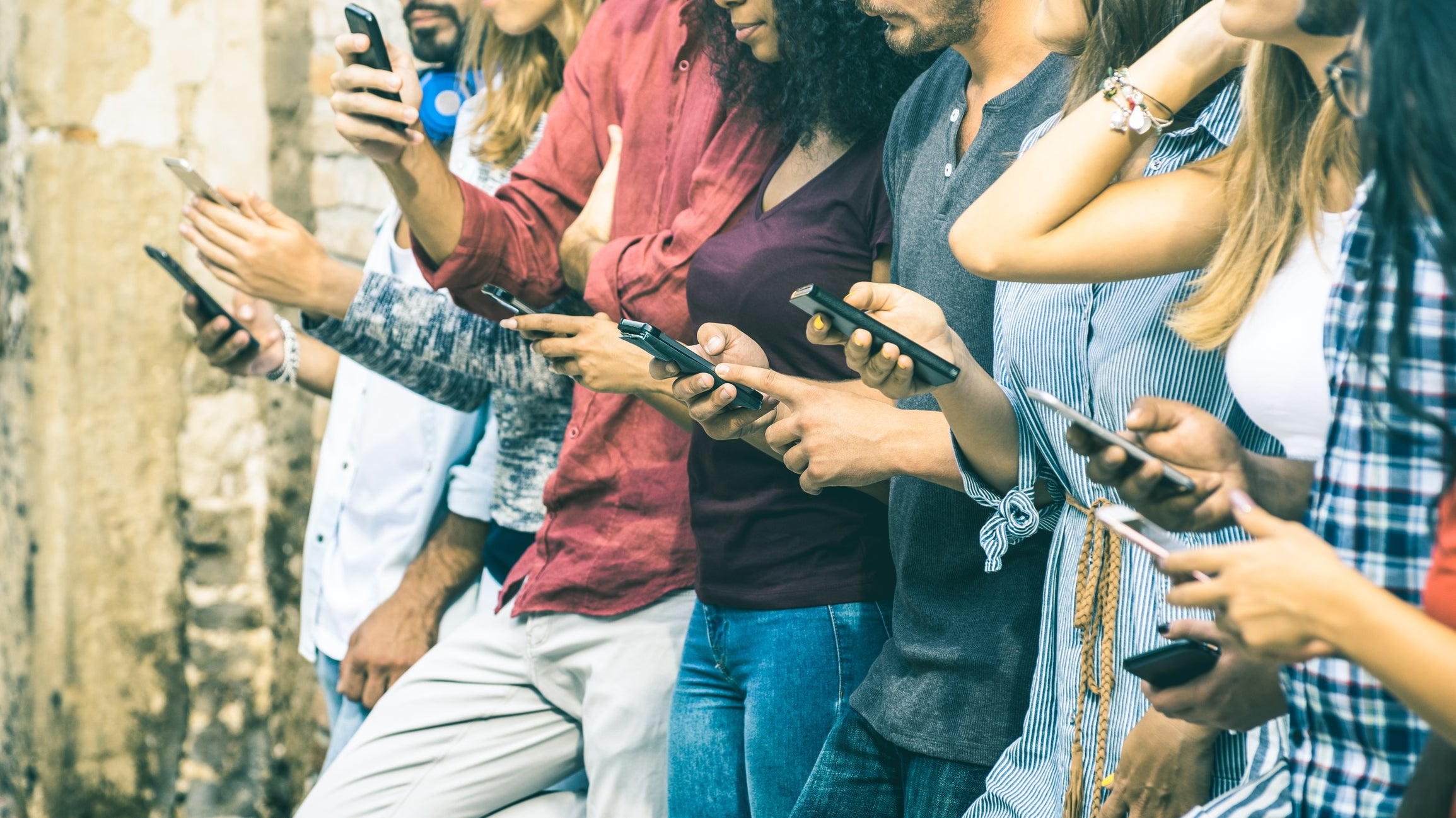 gettyimages line of people on their smartphones.