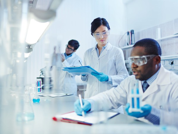 lab scientists 2 GettyImages-506712124
