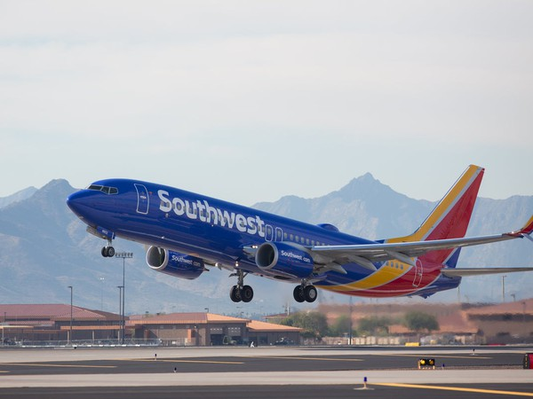 Airline-Southwest Airlines plane LUV-Boeing 737