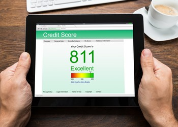 credit score on screen_GettyImages-506146562
