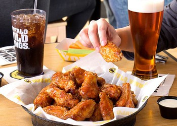 buffalo wild wings bwld chicken soda beer sports source-bwld