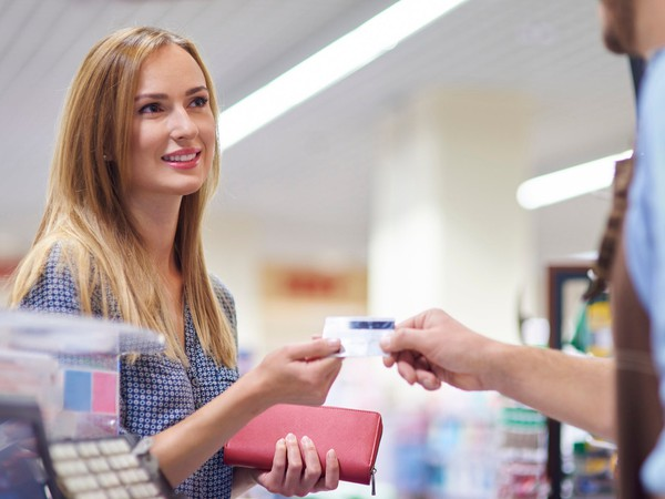 store credit cards interest discount cash back