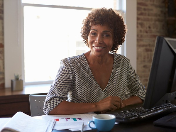 woman at computer smiling_GettyImages-637152204
