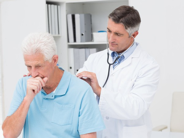doctor examining senior male patient_GettyImages-471562216