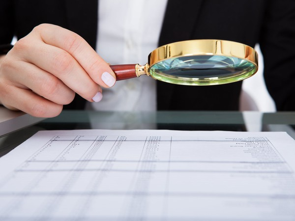businesswoman_magnifying_glass