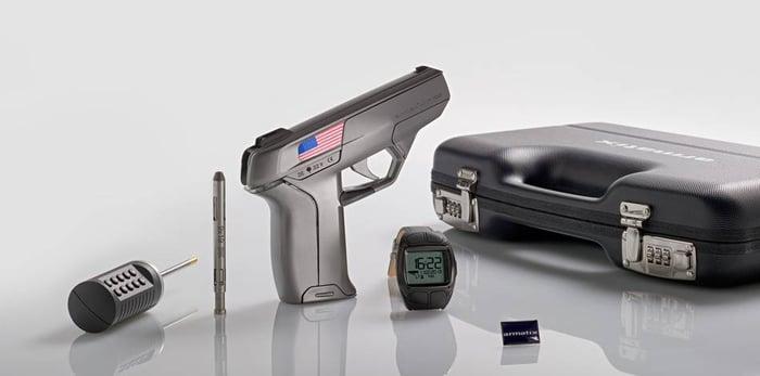 An Armatix smart gun set.
