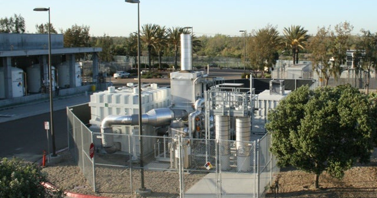 Investors Flee Free-Falling FuelCell Energy Stock | The