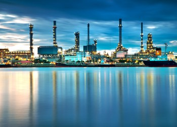 Oil refinery GettyImages-184413917