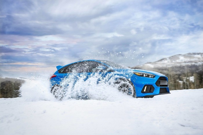 2017 Ford Focus driving in snow