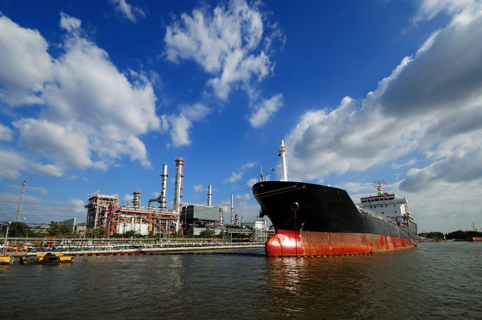 Picture of oil tanker ship at an export terminal