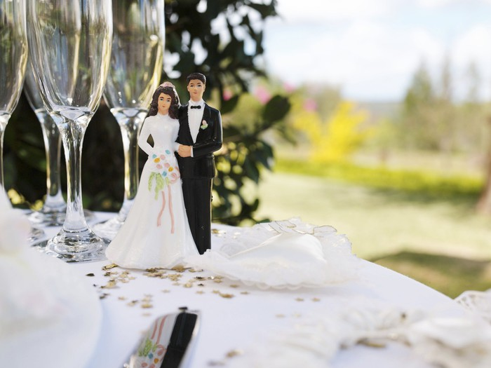 Plastic bride and groom figurines at a wedding.