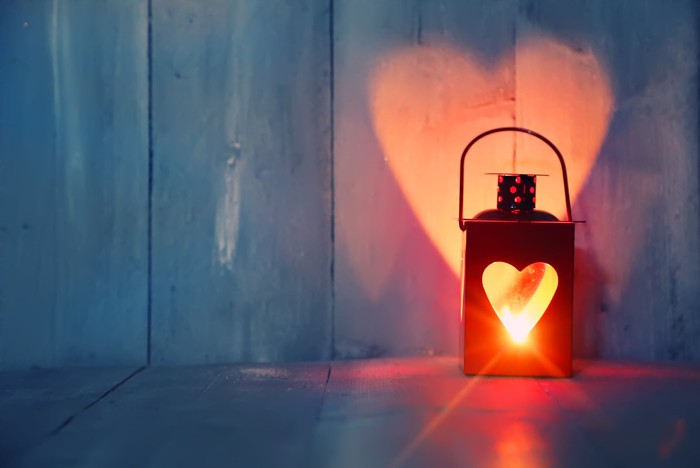 Picture of a lantern with a heart outline.